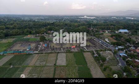 Vista aérea de Candi Plaosan o Templo de Plaosan en el complejo templo de Plaosan. Uno de los templos budistas javaneses situado Prambanan, Klaten, Yogyakarta.
