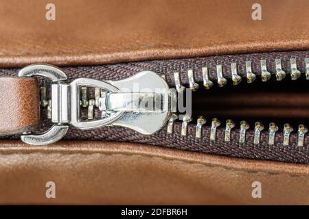 Primer plano de Zipper y bolsa de cuero