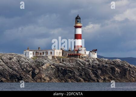 Faro Eilean Glas en un día de verano visto desde el mar Foto de stock