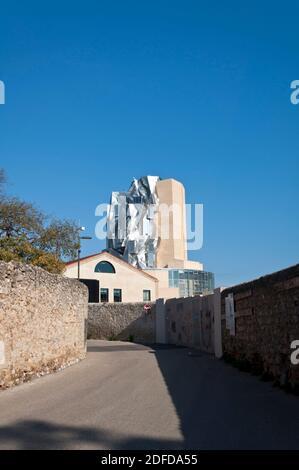 Arles, Torre de Luma por Frank Gehry arquitecto, Bocas del Ródano, Provenza-Alpes-Costa Azul, Francia
