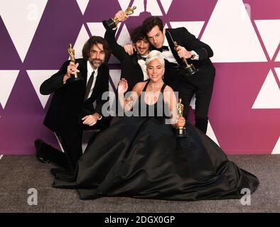 Andrew Wyatt, Anthony Rossomando, Mark Ronson y Lady Gaga, ganadores de la mejor canción original para Slow from A Star nace en la sala de prensa en los 91st Academy Awards celebrados en el Dolby Theatre de Hollywood, los Ángeles, EE.UU Foto de stock