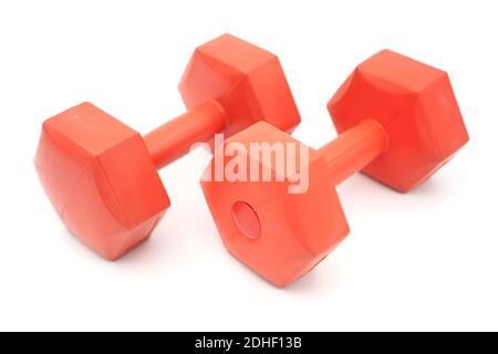 Dos bolas de color naranja cubiertas de plástico cortadas aisladas sobre blanco antecedentes
