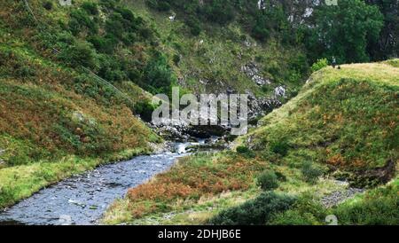 El río Coquet corre a través de un profundo desfiladero en Shillmoor.Sábado 3 de octubre de 2020.