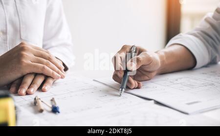 Ingenieros que trabajan en Blueprint en Office