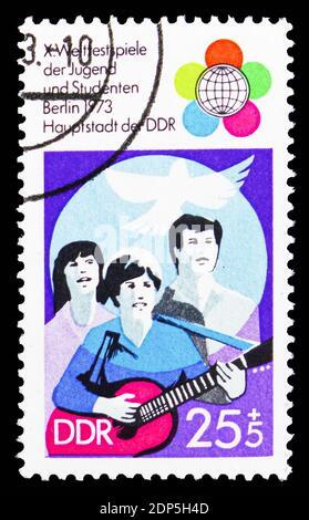 MOSCÚ, RUSIA - 15 DE SEPTIEMBRE de 2018: Un sello impreso en DDR (Alemania) muestra Juventud, Festival Mundial de jóvenes y estudiantes, serie de Berlín, alrededor de 1973