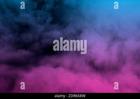Niebla de color brillante, vapor azul y rosa como textura o fondo