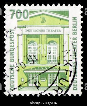 MOSCÚ, RUSIA - 23 DE MARZO de 2019: Sello postal impreso en Alemania muestra el Teatro Alemán, Berlín, serie de vistas, alrededor de 1993