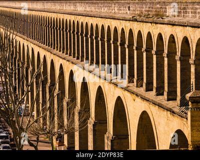 Montpellier es una ciudad en la región de Occitanie, en el sur de Francia, cerca del mar Mediterráneo.
