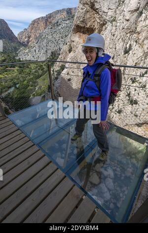La pasarela el Caminito del Rey, anclada a lo largo de un estrecho desfiladero en el Chorro, cerca de Ardales en la provincia de Málaga, España