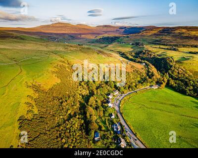 Aérea de la bahía de Uig, Isla de Skye, Hébridas interiores, Escocia, Reino Unido, Europa Foto de stock