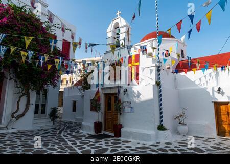 El blanco lavado casco antiguo de Horta, Mykonos, Cyclades, Islas griegas, Grecia, Europa