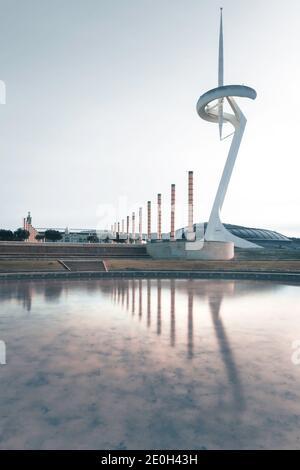 Torre de Comunicación sobre el anillo Olímpico de Montjuïc en Barcelona, Cataluña, España