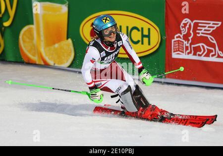Esquí alpino - Copa Mundial de esquí - Slalom de mujeres - Zagreb, Croacia - 3 de enero de 2021 Katharina Gallhuber de Austria reacciona durante la carrera 2 REUTERS/Antonio Btronic