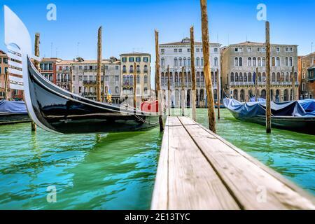 temprano por la mañana en venecia, italia