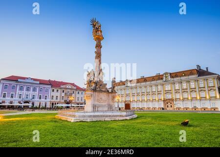Timisoara, Rumania. Virgen María y San Juan de Nepomuk Monumento en Union Square.