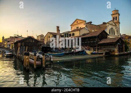 Venecia durante Corona Times sin turistas, el antiguo taller de góndolas en Dorsoduro