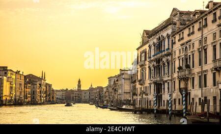 Venecia durante Corona Times sin turistas, el Gran Canal
