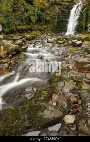 La cascada Blaen y Glyn en el río Caerfanell en el Balizas centrales de Brecon, en el sur de Gales.