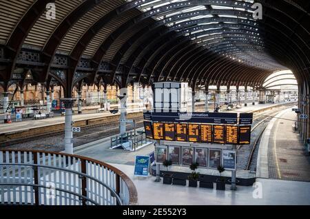 Espacio vacío (enero de 2021) durante el cierre del Coronavirus, York Station, York, Reino Unido
