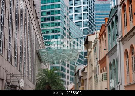 Singapur es una ciudad-estado insular soberana en el sudeste de Asia, frente a la península malaya, fundada en 1819 por Sir Stamford Raffles como puesto comercial.