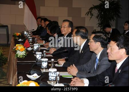 China's Premier Wen Jiabao (C) sits with his delegation during a bilateral talk with Indonesia's President Susilo Bambang Yudhoyono at the side of ASEAN Summit in Nusa Dua, Bali November 17, 2011. REUTERS/Romeo Gacad/Pool  (INDONESIA - Tags: POLITICS)