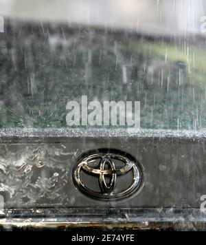 Toyota Motor Corp's logo on a car is seen during a demonstration of the hi-function shower test at its quality control facility in the headquarters in Toyota, central Japan, March 30, 2010.    REUTERS/Kim Kyung-Hoon (JAPAN - Tags: TRANSPORT BUSINESS)