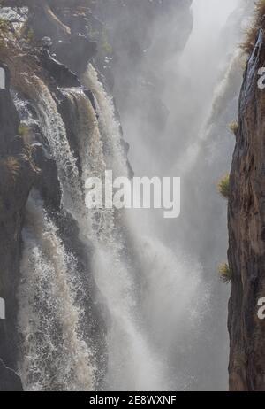 Las cataratas Epupa del río Kunene en Namibia
