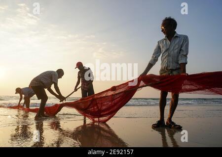 Udupi,Karnataka, India - Diciembre 6,2020 : vida en la costa historias de los pescadores