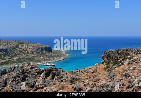 Vista de la hermosa laguna azul de Balos en la isla griega de Creta, increíble paisaje paradisíaco.