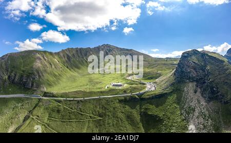 Vista aérea de Grossglockner serpentina Taxenbacher Fusch carretera alpina alta Cuesta arriba en Austria