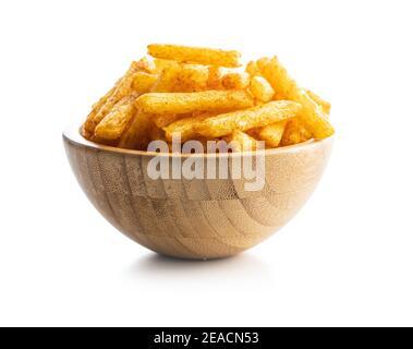Patatas fritas. Aperitivo salado. Patatas fritas en el tazón aisladas sobre fondo blanco.