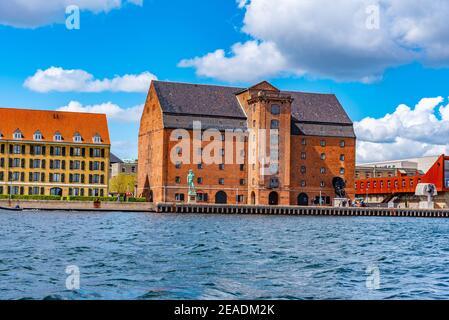 Edificio de la colección de artes reales en el centro de Copenhague, Dinamarca.