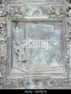 Cristo coronado con espinas, obra de escultura de la escuela de Giambologna, portal de la Catedral Santa María de la Asunción en Pisa, Italia