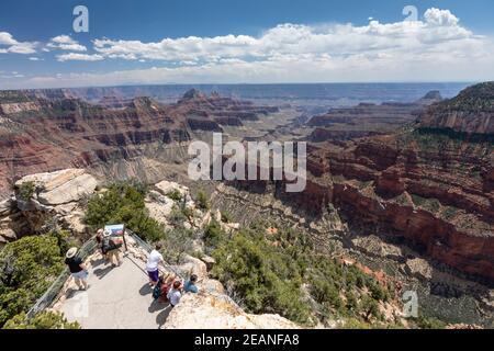 Vista del borde norte del Parque Nacional del Gran Cañón desde Bright Angel Point, Patrimonio de la Humanidad de la UNESCO, Arizona, Estados Unidos de América Foto de stock