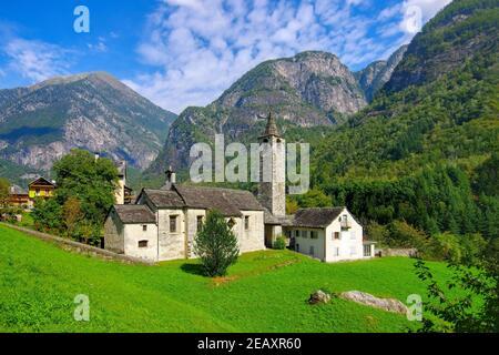 iglesia Santa Maria di Loreto Broglio en el Valle de Maggia (Val Lavizzara), Tesino en Suiza, Europa