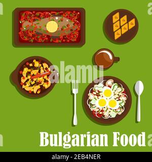 Deliciosa cena de cocina búlgara con ensalada vegetariana con tomate, cebolla, champiñones, pimienta, frijoles y huevos, estofado picante, carpa al horno con