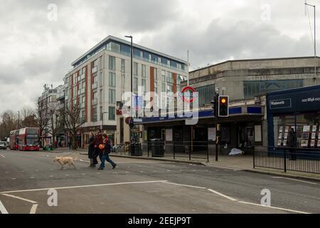 Estación de metro de Londres-Ealing Common en el oeste de Londres
