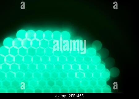 Verde neblina de un semáforo verde de cerca