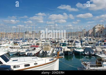 El antiguo puerto de Marsella (Vieux Port) en Marsella, Bocas del Ródano, Provenza, Francia