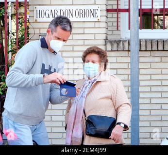 Madrid, España. 24 de febrero de 2021. Iñaki Urdangarin salida al Centro Don Orione en Pozuelo de Alarcón el miércoles 24 de febrero de 2021. Crédito: CORDON PRESS/Alamy Live News Foto de stock