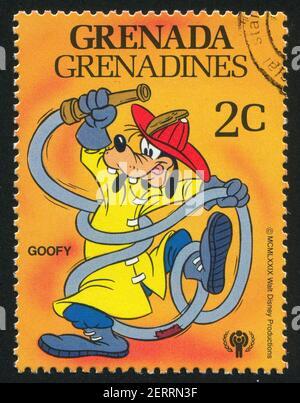 GRANADA - ALREDEDOR de 1979: Sello impreso por Granada, muestra personajes de Walt Disney, Fireman Goofy, alrededor de 1979