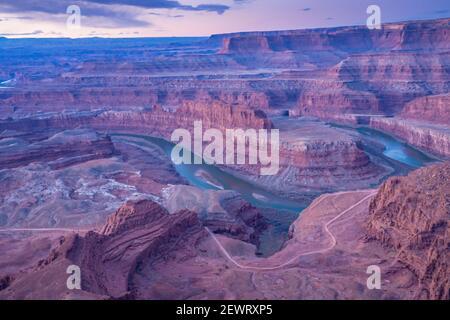 Vista del cañón desde el Parque Estatal Dead Horse Point, Utah, Estados Unidos de América, Norteamérica
