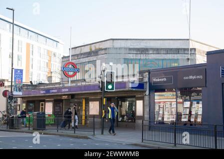 Ealing Common Underground Tube Station Arquitectura Art Deco por Charles Holden