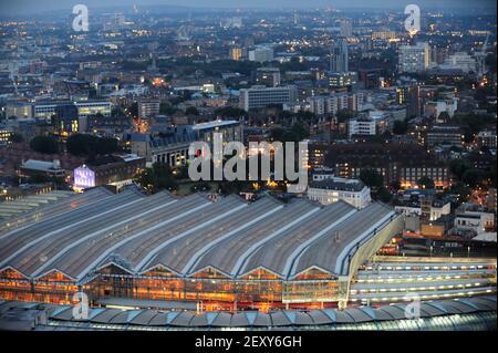 Una vista sobre la estación de Waterloo desde el EDF Energy London Eye en la noche del 8th 2014 de julio. (Foto de Alex Milan Tracy/Sipa USA)