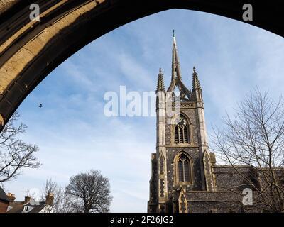 FAVERSHAM, Kent/UK - MARZO 29 : Vista de Santa María de la Caridad en Faversham Kent en Marzo 29, 2014