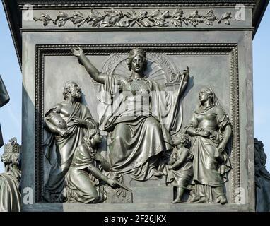 Detalle del monumento al Barón Freiherr von Stein delante del Abgeordnetenhaus en Berlín.