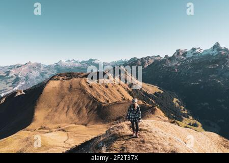 Sicht auf Chaiserstock & Rosstock - Herbst GRATWANDERUNG KLINGENSTOCK nach FRONALPSTOCK - Stoos (Schwyz) - Schweiz