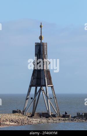 Kugelbake o Ball Beacon, punto de referencia de la ciudad de Cuxhaven en el estuario del río Elbe, los turistas que visitan el lugar.