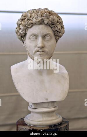 Marcus Aurelius (121-180 DC.) Busto como una juventud, mármol, siglo 2 DC. Emperador Romano (161-180 DC). Museo Arqueológico de Nápoles. Foto de stock