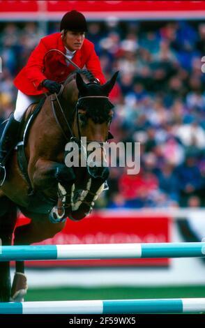 CSIO Masters, Spruce Meadows, septiembre de 1997, Lynn Obligado (ARG) cabalgando Aktion Foto de stock